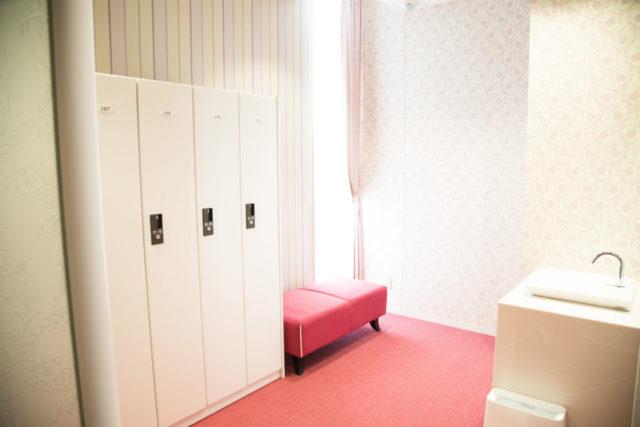女性更衣室3