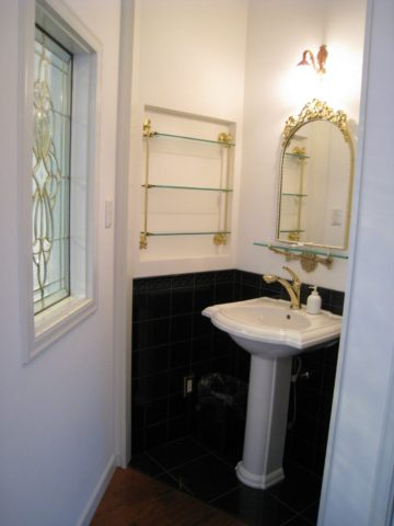 白い洋館の2階手洗い