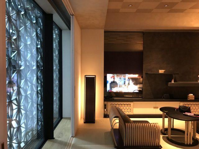 星のや東京客室 窓辺
