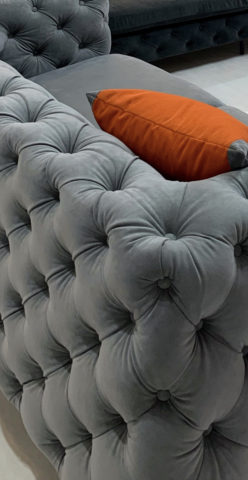 ボタン絞りのソファー